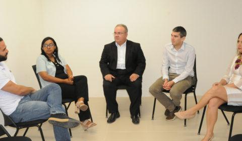 Representantes da ONG Terre des hommes conhecem instalações do Núcleo de Justiça Restaurativa no Fórum
