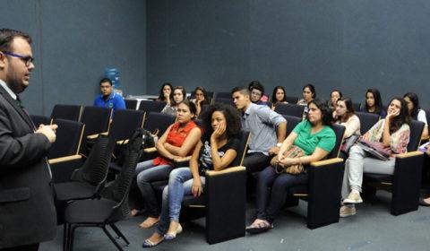 Fórum beneficia mais de 2 mil alunos em dois anos com palestras e visitas a sessões de julgamento