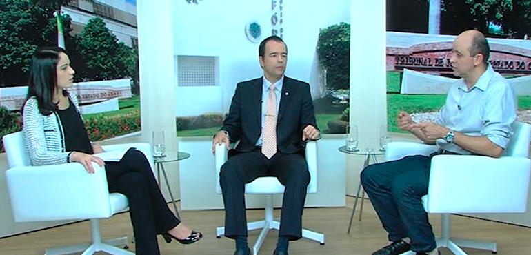 Os entrevistados são o juiz Jorge Di Ciero, titular da Vara de Trânsito de Fortaleza, e assessor técnico André Luís Barcelos, da AMC.