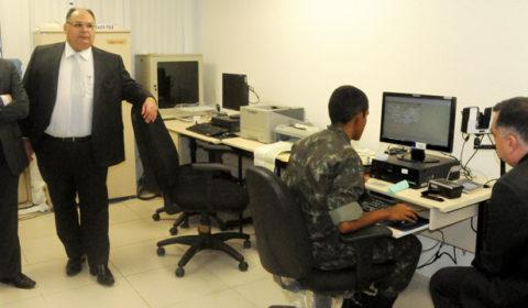 Desembargador Abelardo Benevides visita instalações do posto de atendimento biométrico no Fórum Clóvis Beviláqua