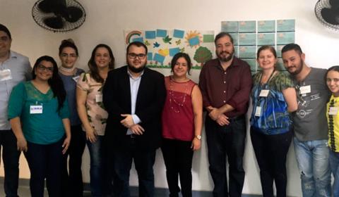 Pais e filhos aprendem sobre formas de superar conflitos familiares em oficina na Faculdade Farias Brito