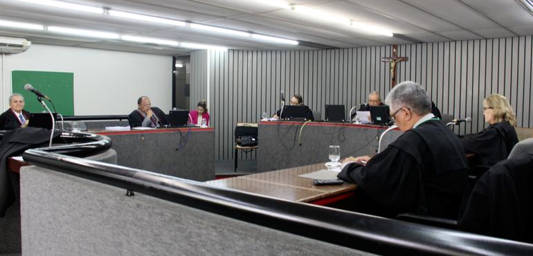 Unimed Fortaleza deve indenizar idoso por negar alimentação durante tratamento home care