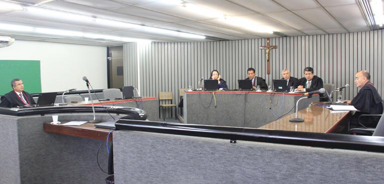 Vereador de Itarema acusado de desviar dinheiro público deve permanecer preso