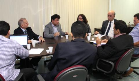 Comissão e sindicatos discutem ampliação da Gratificação de Estímulo à Interiorização
