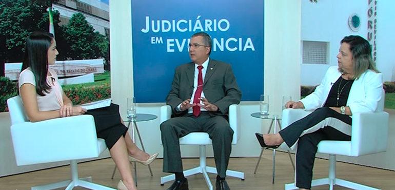 Os entrevistados são o desembargador José Tarcílio e a secretária de Tecnologia da Informação, Denise Norões