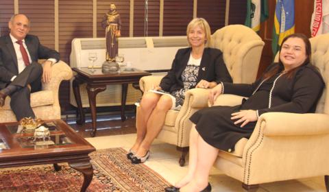 Presidente do TJCE recebe visita de desembargadora francesa