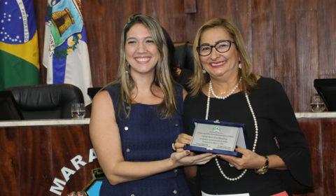 Titular do Juizado da Mulher de Fortaleza  recebe homenagem na Câmara Municipal