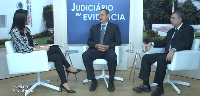 Os entrevistados são os desembargadores Washington Araújo e José Tarcílio