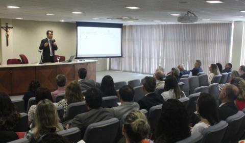 """Palestra sobre judicialização de demandas da saúde encerra curso de """"Direito e Saúde"""""""