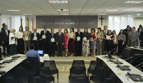 Parceiros em projetos de ressocialização de apenados recebem homenagem do TJCE