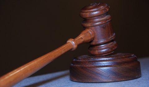 Padre acusado de exploração sexual contra adolescentes deve permanecer preso