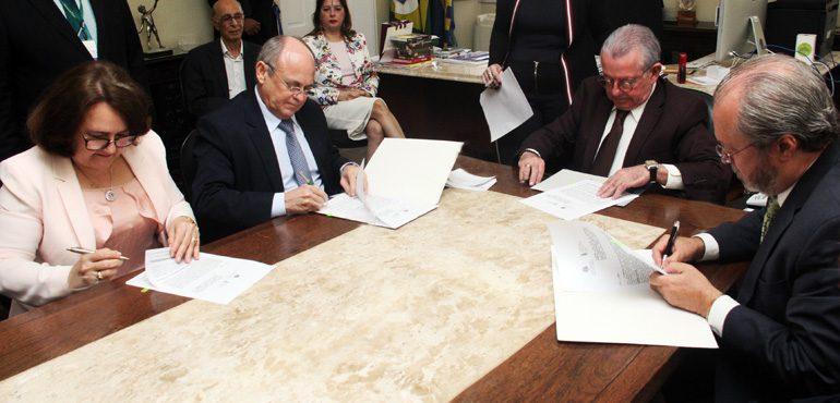 Tribunal de Justiça assina convênio com UFC para criação de extensão do CEJUSC de Fortaleza
