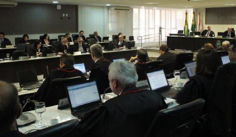 TJCE aprova abertura de processos disciplinares contra desembargadores