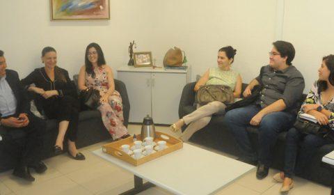 15ª Vara de Família recebe coordenação e alunos de pós-graduação da Unifor