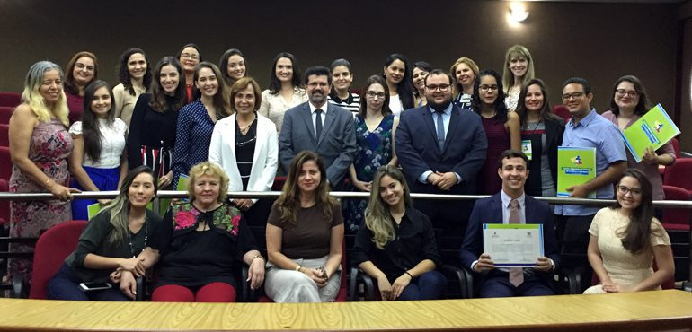Cejusc de Fortaleza entrega 33 certificados para mediadores e conciliadores do Programa Universitário Voluntário