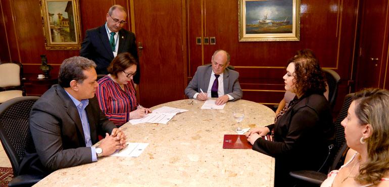 TJCE assina convênio para oferecer atendimento odontológico a vítimas de violência doméstica