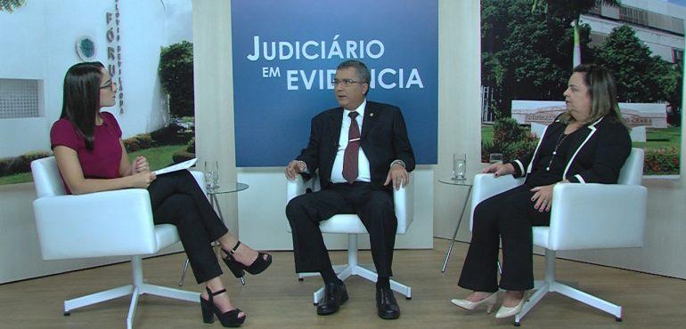 Desembargador José Tarcílio Souza da Silva e secretária Denise Norões são os entrevistados