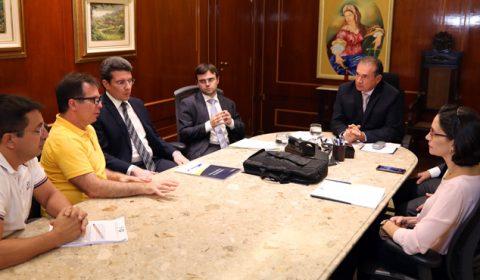 Desembargador Washington Araújo recebe representantes do SindJustiça