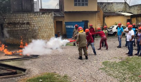 Cinco pessoas surdas concluem curso de Brigada de Incêndio do Centro de Documentação do TJCE