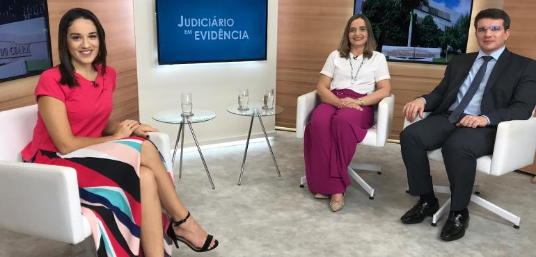Os entrevistados são a juíza Andréa Pimenta, coordenadora do Nupemec, e o superintendente da Área Judiciária do TJCE, Nilsiton Aragão