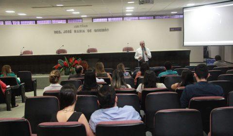 Desembargador do TJ do RS explica a metodologia do Depoimento Especial em seminário na Esmec