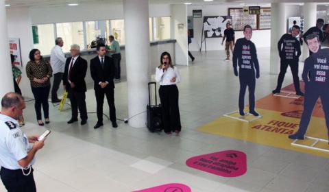 Exposição no Fórum Clóvis Beviláqua alerta para as formas de violência contra a mulher