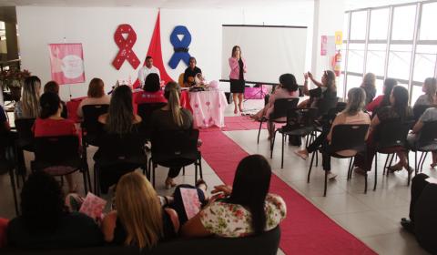 Outubro Rosa: acolhida musical e palestra sobre prevenção ao câncer abrem campanha no Judiciário