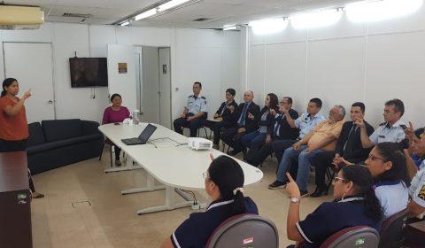 Policiais e servidores que fazem atendimento ao público no TJCE participam de curso de libras