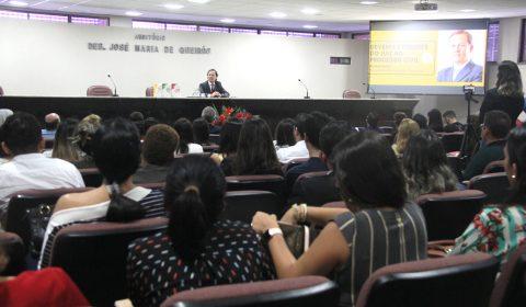 Magistrado destaca os deveres e o papel do juiz durante palestra na Esmec