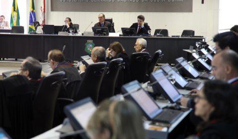 Pleno transforma aposentadoria voluntária do desembargador Francisco Pedrosa em compulsória
