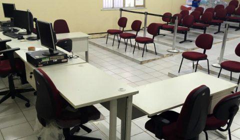 """Programa """"+ Interior"""" entrega 230 novos itens de mobiliário para Comarca de Aracati"""