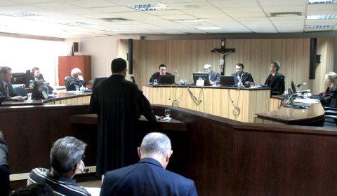 Empresa de telefonia é condenada a pagar R$ 8 mil a cliente por cobrança indevida