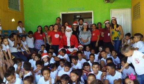Comarca de Icó faz doação de brinquedos para crianças de projeto social