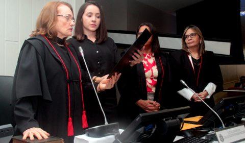 Juíza é eleita, nomeada e toma posse como desembargadora do TJCE na mesma sessão