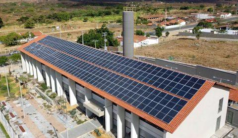 Fóruns de Itapajé e Russas iniciam produção de energia solar este mês
