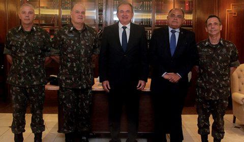 TJCE recebe visita de representantes do Exército Brasileiro