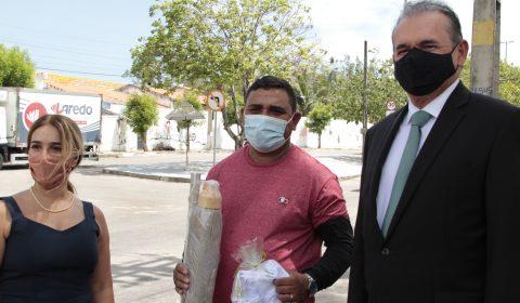 Vendedores autônomos recebem licença para trabalhar no entorno do Fórum Clóvis Beviláqua
