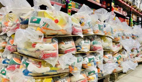 Campanha solidária promovida pela Comarca de Quixeramobim distribui 202 cestas básicas para famílias carentes